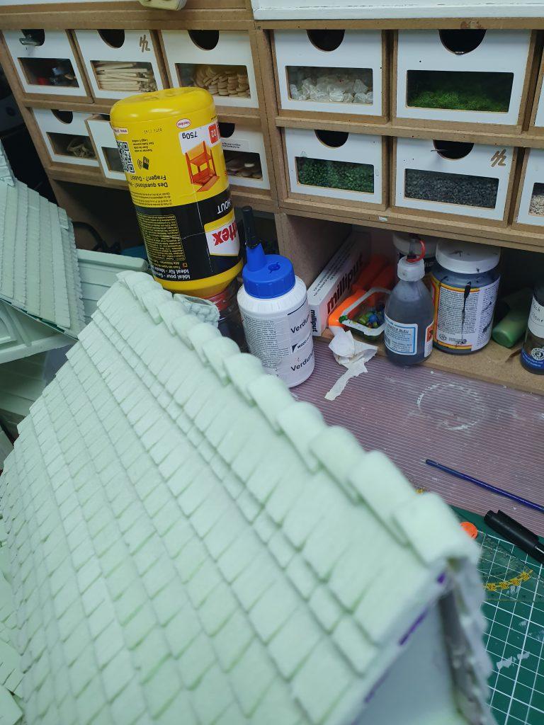 Een dak voorzien van dakshingles, stap 3 - de topshingles techniek
